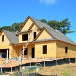 Stosownie z bieżącymi przepisami świeżo tworzone domy muszą być oszczędnościowe.